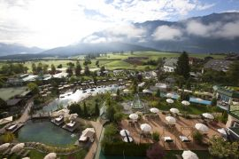 Relax-Wasserwelt outdoor im Alpenresort Schwarz
