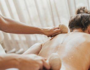 Herbal stamp Full body massage