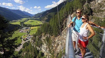 Wandern zur Hängebrücke Längenfeld