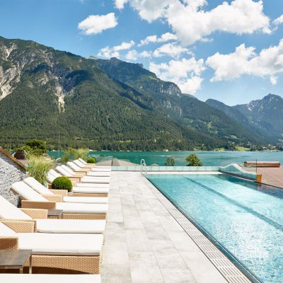 Offer: Spring and Autumn Special 2022 with 1 free day and a basket of treats - Das Karwendel - Ihr Wellness Zuhause am Achensee