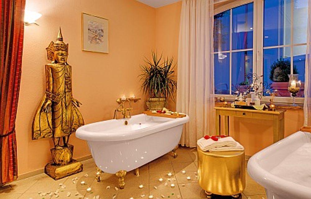 Relaxbad mit vorheriger Ganzkörperbürstenmassage und anschließender Ganzkörperpflege