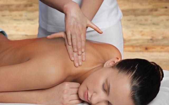 Back and Foot Reflexology Massage - Mia Alpina