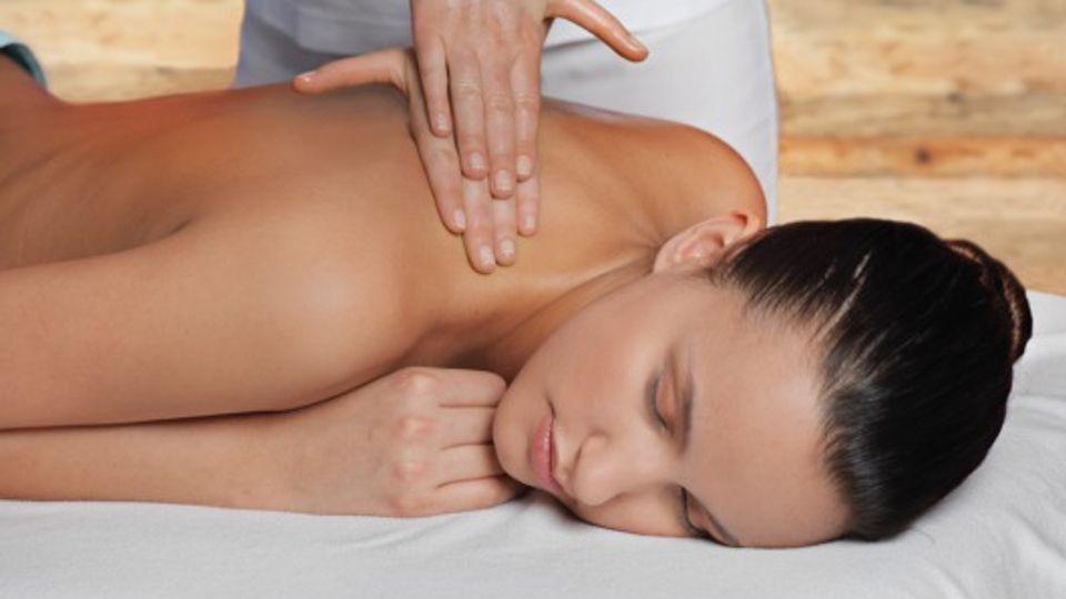 Rücken- und Fußreflexzonenmassage