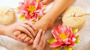 Crystal foot massage with herbal foot bath