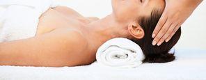 Gesichts-Hals-Dekolléte-Behandlung für die Frau