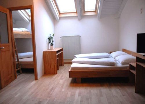 biohotels anna bio mehrbettzimmer mit dachfenster (1/1) - Landhotel Anna & Reiterhof Vill