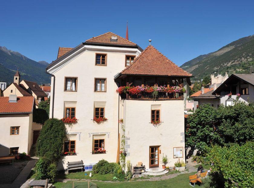BIO HOTEL Anna: Außenansicht - Landhotel Anna & Reiterhof Vill, Schlanders, Vinschgau, Trentino-Südtirol, Italien