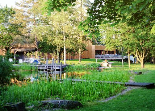 Biohotel Sturm: Hotelgarten mit Teich - Biohotel Sturm, Mellrichstadt, Bayern, Deutschland