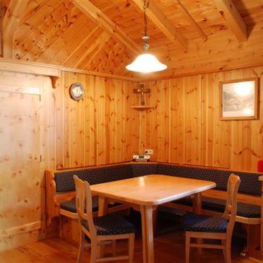 Esstisch, Zirbenhütte, Forstau, Salzburg, Salzburg, Österreich