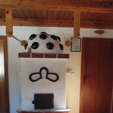 Wohnstube mit Kachelofen, Dorferhütte, Oberwölz, Steiermark, Steiermark, Österreich