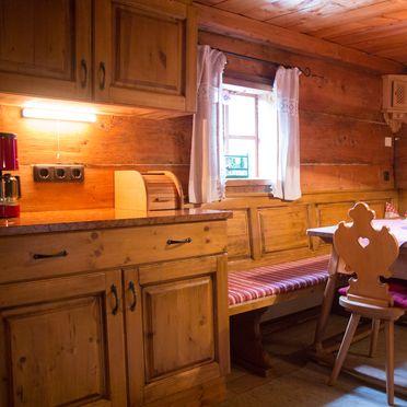 Kuschelhütte, Diningtable