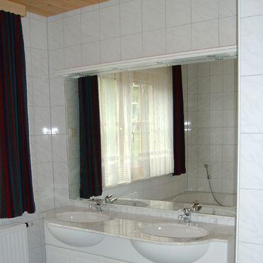 Ferienhaus Alker, Badezimmer1