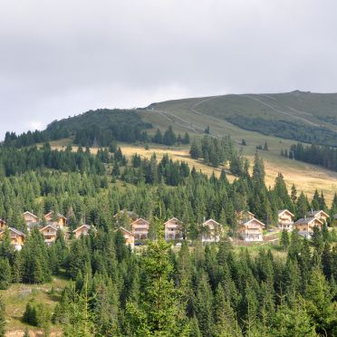 Almliebe-Feriendorf Koralpe, Feriendorf
