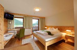 Biohotel Stillebach: Doppelzimmer Wildspitzblick - Biohotel Stillebach, St. Leonhard im Pitztal, Tirol, Österreich