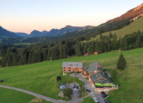 Biohotel Mattlihüs: Hotel mit Abendstimmung - Biohotel Mattlihüs, Oberjoch, Allgäu, Bayern, Deutschland