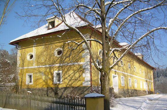 """Winter, Gut Ottmanach """"Josefhof"""" in Pischeldorf, Kärnten, Kärnten, Österreich"""