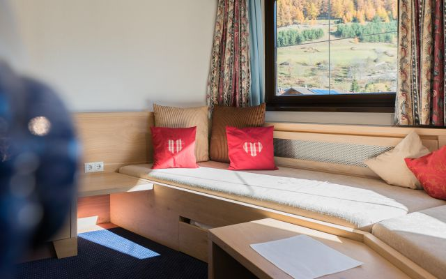 Zimmer Turmzimmer Eg Hotel Mein Almhof Nauders Reschenpass Tirol Symbolfotos x 2832DSC0991720161030- - .jpg