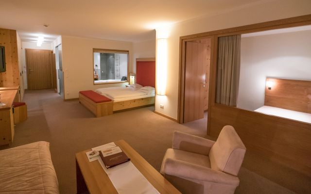 Zimmer Wellness Junior Suite Hotel Mein Almhof Nauders Reschenpass Tirolweb - 00298.jpg