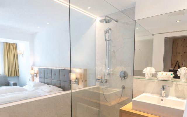 Symbolfoto Zimmer Hotel Mein Almhof Nauders EZ DZ 5380.jpg