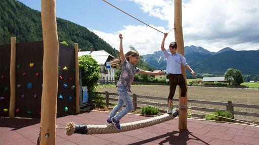 Outdoor-Spielplatz mit spannenden Sport - und Aktivangeboten.