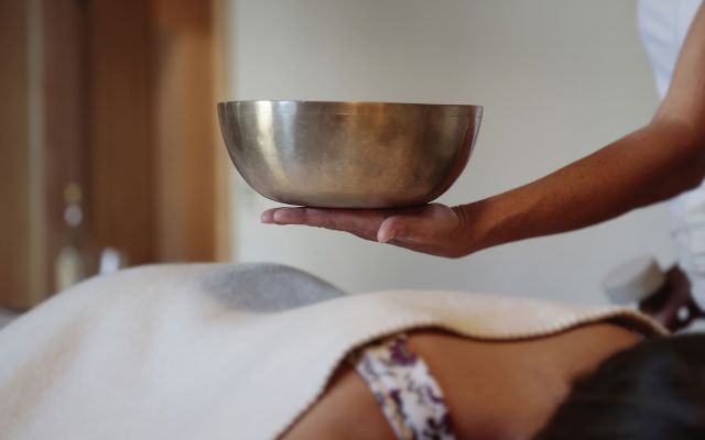 BIO HOTEL Adler: Klangschalen-Behandlung