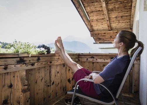 Biohotel Holzleiten: Ausblick genießen am Balkon - Bio-Wellnesshotel Holzleiten , Obsteig, Tirol, Österreich