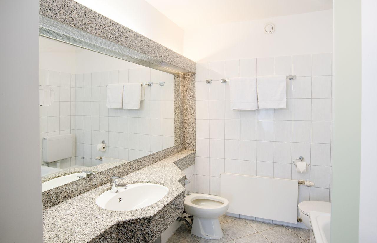 Badezimmer Hotel Sonnenhügel.jpg