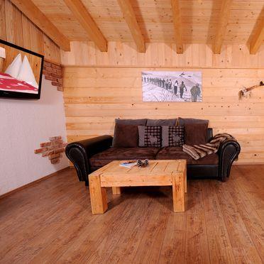 Wohnbereich mit gemütlicher Couch & TV, Almchalet Dorfblick in Mühlbach am Hochkönig, Salzburg, Salzburg, Österreich