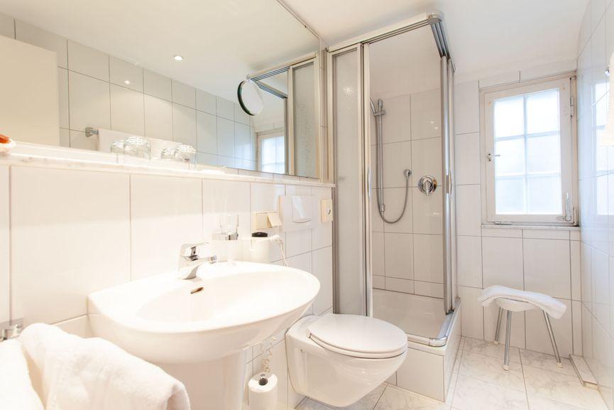 Großes Badezimmer im Romantik Familienzimmer