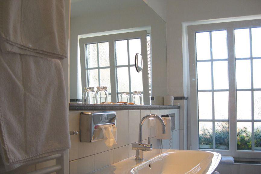 Helles Badezimmer im Romantik Doppelzimmer