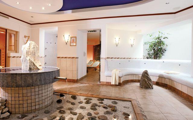 Familienhotel_Central_St._Johanner_Hof_Wellnessbereich.jpg