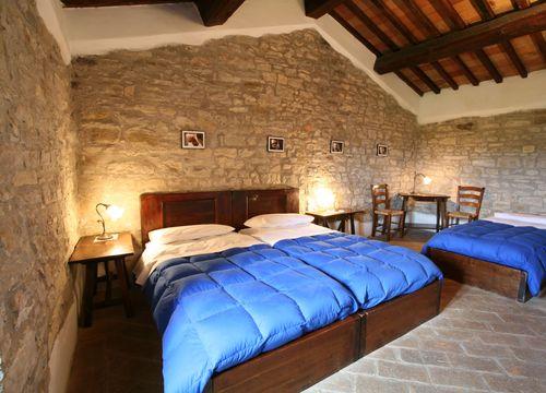 """Multi-Bed Room """"Wild Service Tree"""" (1/1) - Bio-Agriturismo La Cerqua"""