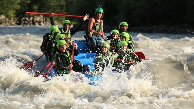 Nur für coole Teenager - Rafting und ZirbenCarts inklusive