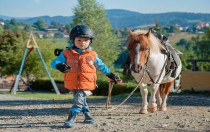 Pony-Urlaubstage: Reitunterricht für Kids unter 7 Jahren inklusive