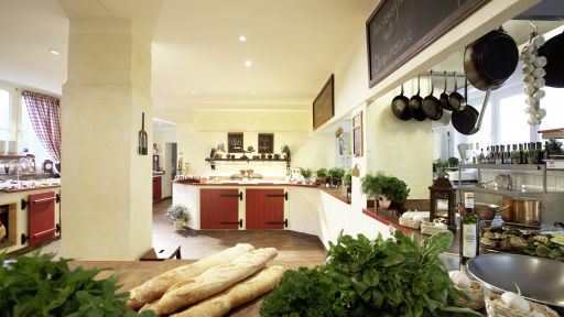 In der Country Kitschen, treffen sich die Gäste zum Buffet und geniessen die Atmosphäre einer englischen Landhausküche.