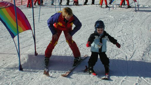 Die eigene Skischule im Familotel Krone mit Transfer zum und vom Lift (500 m) ab dem Hotel.