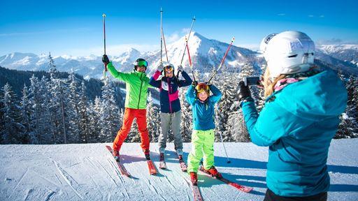 Die beeindruckende Bergkulisse inmitten der Salzburger Berge begeistert Skifahrer, Snowboarder und Freerider.