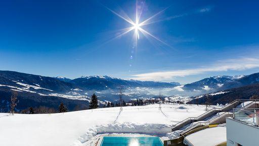Verbringen Sie Ihren Familien Ski- & Winterurlaub im Familotel Alpenhof in Südtirol.