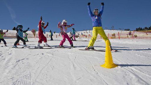 Das Familotel Feldberger Hof liegt inmitten eines traumhaften Skigebiets.