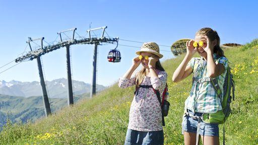Endlose Wanderwege, blumenbunte Almwiesen, grüne Wälder oder klare Bergbäche in Saalbach Hinterglemm erkunden.