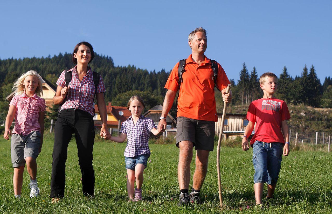 Familienhotel_Familien_Resort_Petschnighof_Wandern.jpg