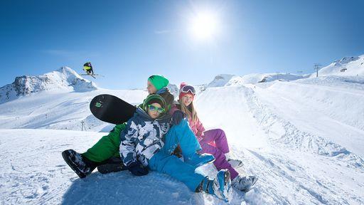 Die Skilehrer kommen mehrmals in der Woche zu uns ins Haus.