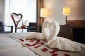 Romantische Zimmerdekoration inkl. Champagner 3.75dl, (24 Stunden im Voraus bestellen)