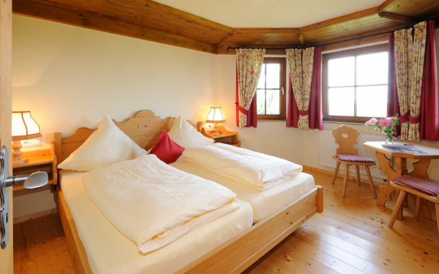 Biohotel Gerbehof: Hochwertige Zimmer aus eigenem Holz handgeschreinert