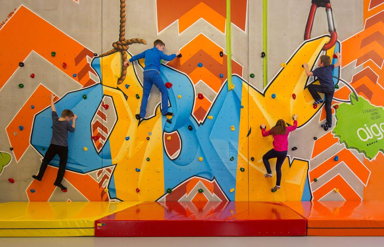 IMP_Familienhotel_Aigo_Familien_Sportresort_Kletterwand_Kinder.jpg