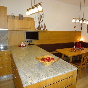 Jagdhaus Kronhof, Küche mit Esseck im Erdgeschoß