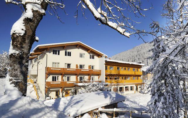 Familienhotel Botenwirt im Winter mit Garten andere Ansicht