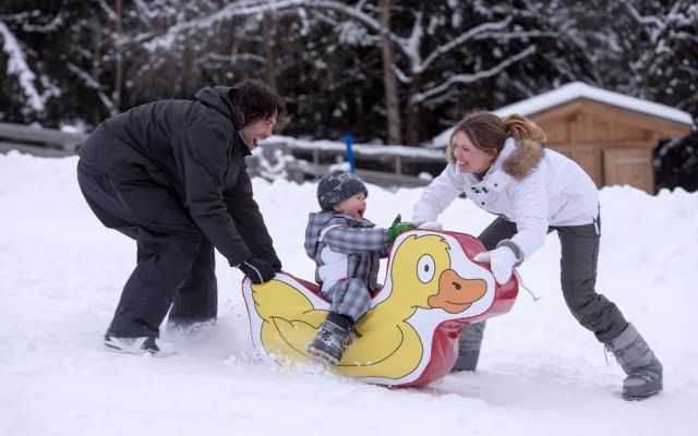 Rodelhang, Übungslift und Skischule am Haus