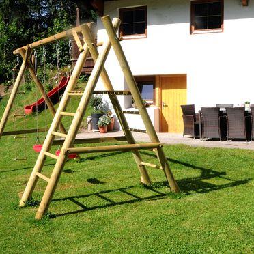 Garten mit Spielplatz, Ferienhaus Kreuzlauhof, Mayrhofen, Tirol, Tirol, Österreich