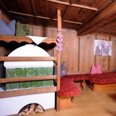 Wohnstube (Kachelofen dient nicht zur Beheizung), Ferienhaus Kreuzlauhof, Mayrhofen, Tirol, Tirol, Österreich